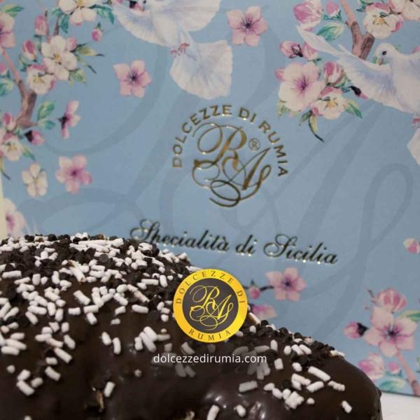 Colomba pasquale artigianale con gocce di cioccolato