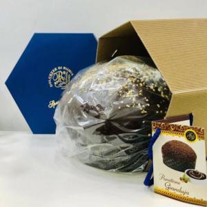 panettone artigianale al cioccolato farcito con crema di nocciola ricoperto di cioccolato e granelle di nocciole dolcezze di rumia